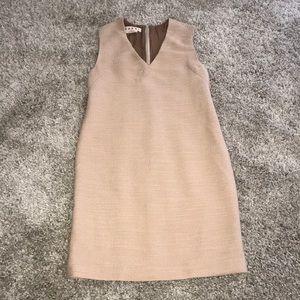 MARNI TEXTURED V NECK SHIFT DRESS IN BLUSH
